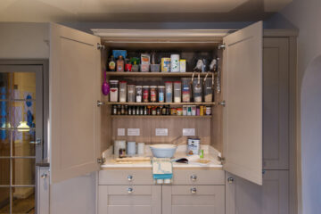 _Farnley Day Pantry, Putty finish by Daval_HR